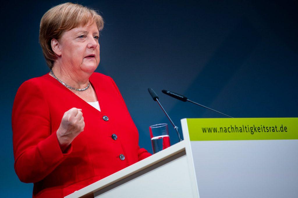 Angela Merkel nennt die Nutzung von Recyclingpapier eine beispielhafte Maßnahme.